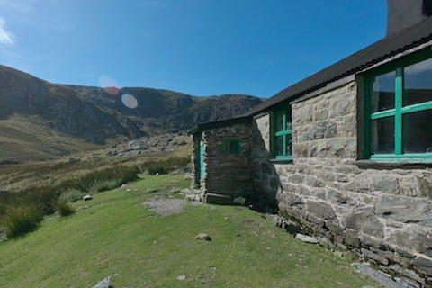 Dulyn Bothy Walk | Carneddau Hiking | Snowdonia | thefrozendivide