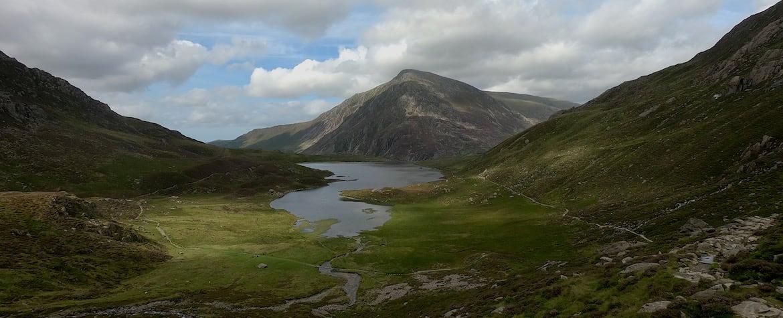 Llyn Idwal Loop - Walking & Running in Ogwen Valley, Snowdonia